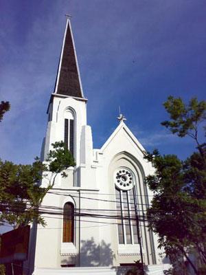Gereja katedral yang kemudian diberi nama gereja katedral santo petrus
